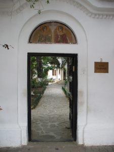DARVARI Hermitage Bucharest - the entrance gate